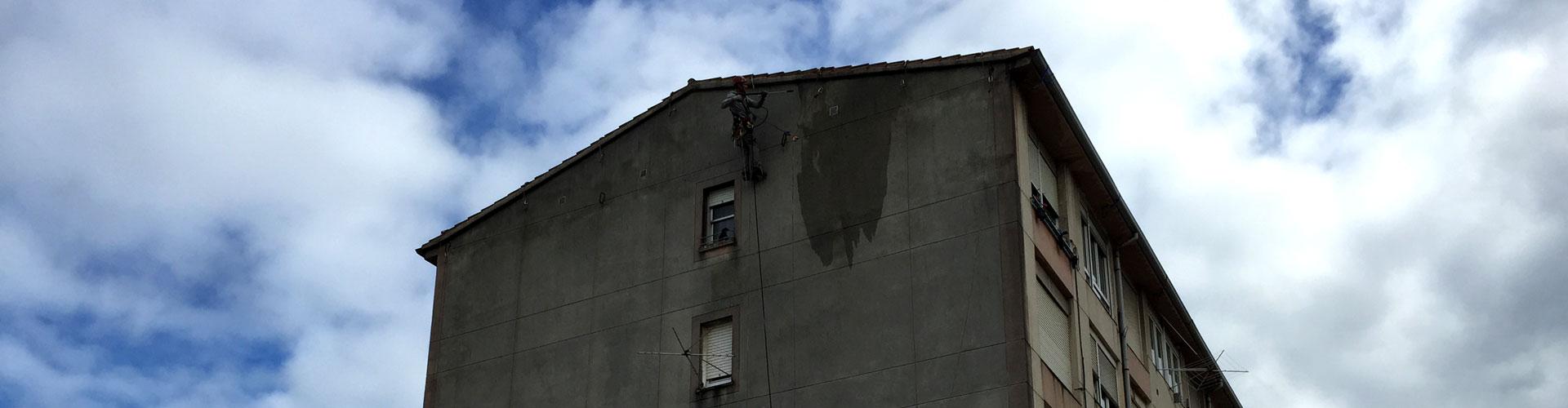 Limpieza de fachadas mediante trabajos verticales Santander