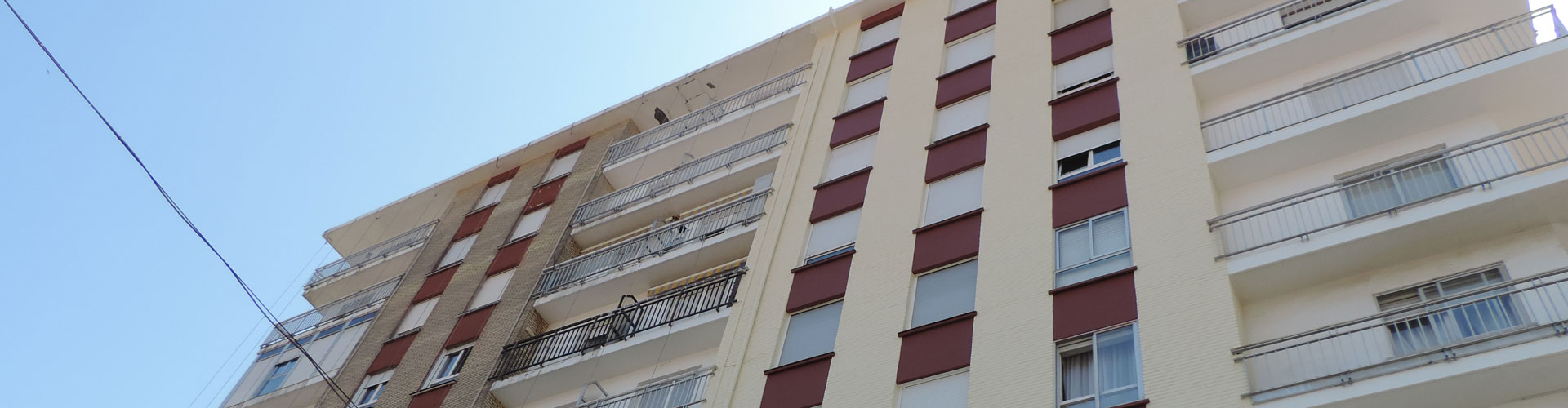Pintura de fachadas mediante trabajos verticales en Santander