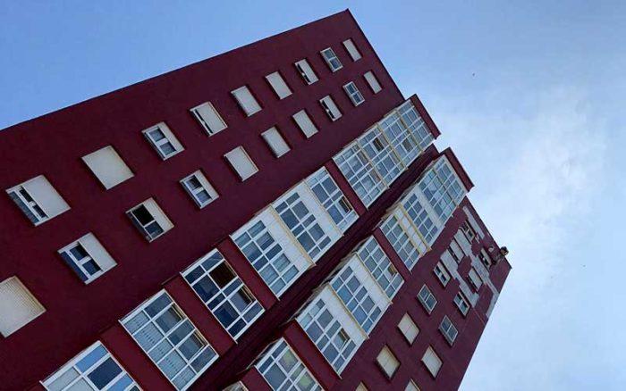 Pintura de fachadas mediante trabajos verticales en Cantabria