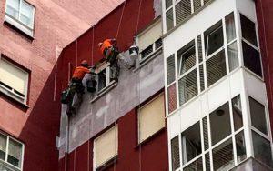 Rehabilitación de fachadas mediante trabajos verticales en Cantabria